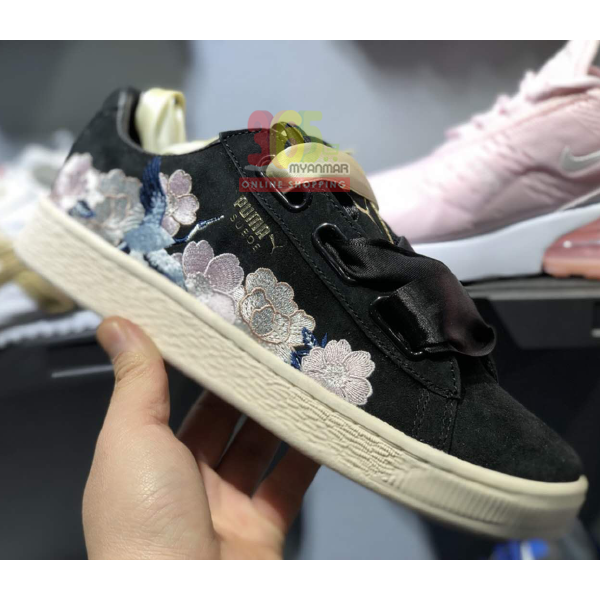 Puma Rihanna Sneaker (black with flower pattern)